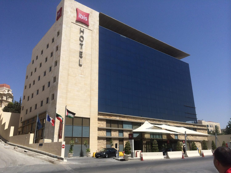 solar-panel-installation-hotel-Ibis Amman01